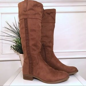 NEW 💕 Suede Brown Boots